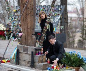 Зеленський з дружиною вшанували пам'ять Героїв Небесної Сотні (фото)