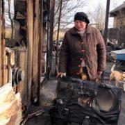 Тяжкохвора прикарпатка, в якої згоріла хата, потребує допомоги на лікування: відео