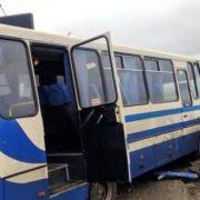 Водій автобуса, який віз школярів, помер за кермом, спричинивши аварію (фото 18+, відео)