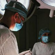 Львівські хірурги заново пришили 23-річному будівельнику відірвану руку