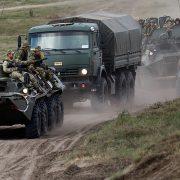 Росія стягнула до кордону України тисячі військових, сотні танків та літаків — розвідка