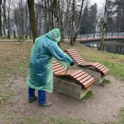 Франківцям показали, як дезінфікують міський парк та озеро (ФОТО)