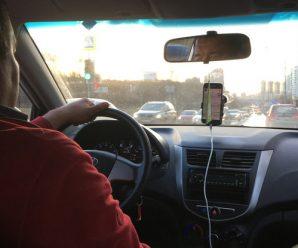 """20 за день: """"добровольці"""" возять медиків з сіл на роботу у Франківськ"""