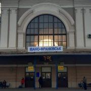 У Франківськ привезли заробітчан, які перетнули піший кордон: не повідомили у жодні служби