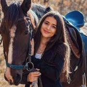Всього чотири людини в світі: 23-річна Яна з Києва померла від рідкісної хвороби. Була такою красивою