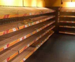"""""""Треба різко підняти ціни!"""": Після введення карантину українці масово скуповують продукти. Полиці магазинів порожні"""