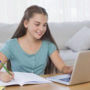 Безкоштовні онлайн-уроки: Прикарпатський університет готує учнів до ЗНО