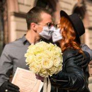 У Франківську пара одружилася за правилами карантину