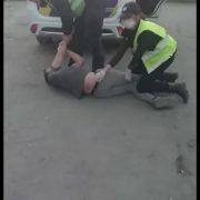 """""""Заломили руки і кинули на землю"""":  поліція напала на чоловіка, бо був без медичної маски (фото)"""