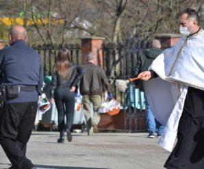 Калушани в суботу святили паски в усіх храмах міста. ФОТО