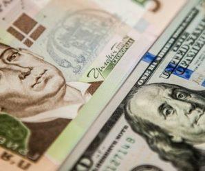 Долар коштуватиме 40 грн: економіст розповів, чи варто скуповувати валюту