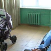 """""""Вилучили ковдру, дитячі штани та пеленку зі слідами бурого кольору"""""""": Жінка залишила новонароджене немовля на зупинці"""