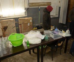 Франківець у гаражі літрами виготовляв антисептики та продавав через інтернет (ФОТО)
