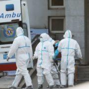 Хвора пацієнтка, приховавши інформацію від лікарів, інфікувала 35 медиків
