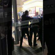 Головою товкли об підлогу, бо не така маска: охоронці супермаркету жорстоко побили українця (відео 18+)