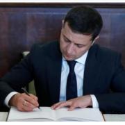 Зеленський підписав закон про відповідальність за спалювання трави