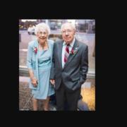 Міцно тримали один одного за руки і помирали: від коронавірусу в один день померло подружжя, яке прожило разом 73 роки