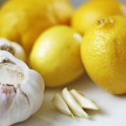 Ціни зросли у 2-4 рази: скільки зараз в Україні коштують лимони та часник