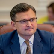 Україна не відправлятиме заробітчан за кордон: Кулеба озвучив остаточну позицію