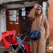 З'ясувалося, як живе найстаріша мама в Україні: сусіди скаржаться на лайку та жебрацтво