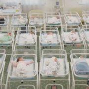Правозахисники перевірили, в яких умовах перебувають немовлята від сурогатних матерів