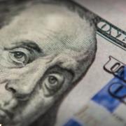 Іноземці почали масово скуповувати долари в Україні: що буде із курсом валют