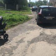Дитина вилетіла з коляски: у Франківську автомобіль на швидкості влетів у матір з немовлям (фото)