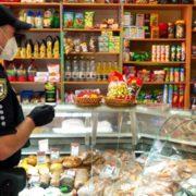 В Івано-Франківській області 100 магазинів перевірили на дотримання карантину. Порушення лише в трьох