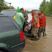 Вагітних евакуювали з затоплених районів – на Прикарпатті повінь відрізала 19 сіл