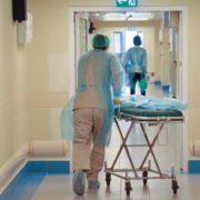 Медик із Києва забив на сполох через переповнені лікарні та виснажений персонал