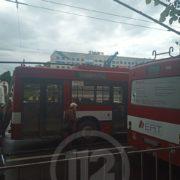 У Франківську в тролейбуса відламалась штанга й впала на авто (ФОТО)
