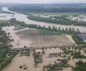 Вода у 7 метрів та 30 загиблих: катастрофічні повені Прикарпаття, як це було (відео)