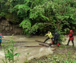 У Карпатах через негоду застрягли 18 туристів – рятувальна операція триває з ночі