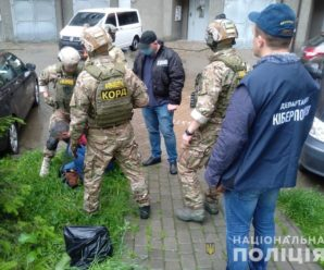 На Прикарпатті поліція викрила псевдокопа-шахрая, який ошукав людей на 400 тисяч гривень