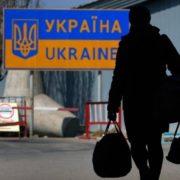 Людей вивозять за кордон і кидають: шахраї влаштували масштабну аферу з українськими заробітчанами