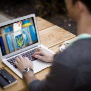 Українцям дозволять голосувати онлайн на виборах восени
