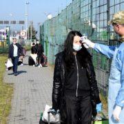 Без їжі, води та під палючим сонцем: українці застрягли на кордоні з Польщею