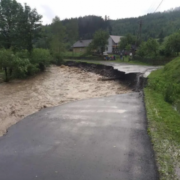 За дві години все пішло під воду: Закарпаття залила страшна злива, знесло дорогу й мости (фото, відео)