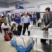 Рада заборонила перевіряти на кордоні багаж генпрокурора, суддів Верховного суду та членів їхніх сімей