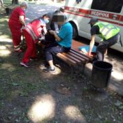 Муніципали врятували літнього чоловіка, в якого стався інфаркт у парку Шевченка
