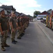 """Бійці прикарпатської """"десятки"""" повернулися додому з Донбасу й відкрили пам'ятник в Коломиї"""