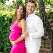 """""""Нас не зупинити"""": зіркове подружжя франківчанки очікує третю дитину. ФОТО"""