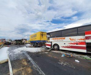 Автобус з десятками українців потрапив в серйозну ДТП в Польщі: фото і відео