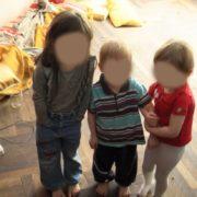На Франківщині в жінки тимчасово забрали п'ятьох дітей (ВІДЕО)