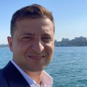 """Зеленський скупався в морі і засвітив """"зе кубики"""" (відео)"""