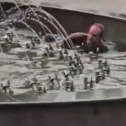 У Калуші суд оштрафував чоловіка, який плавав у фонтані