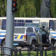 У Луцьку терорист звільнив з автобуса перших заручників