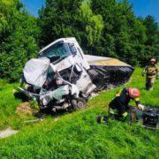 """Вантажівка """"Rochen"""" розтрощила буса, водій загинув (фото)"""