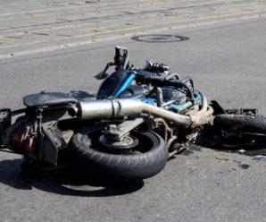 ДТП на Прикарпатті: батько із сином на мотоциклі врізалися в авто