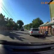 У Франківську Mercedes збив велосипедиста (ВІДЕО)